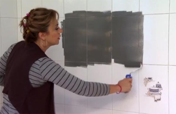 Imagen de como pintaron los azulejos en el programa Decogarden