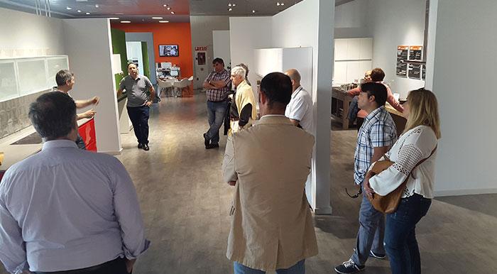 visita a la exposición de la tienda de viana cocinas puntocom