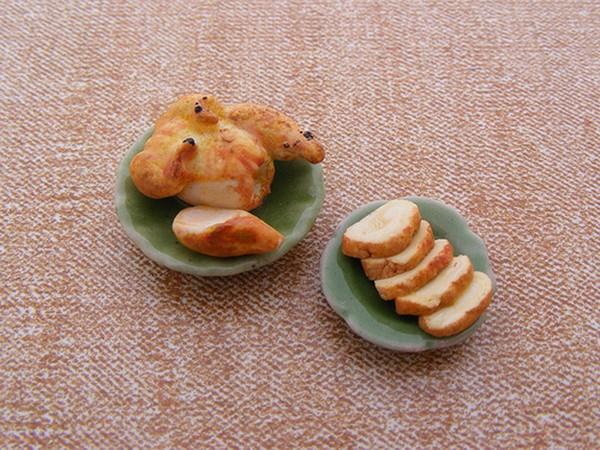 cocina en miniatura del artista Aaron Neck pollo