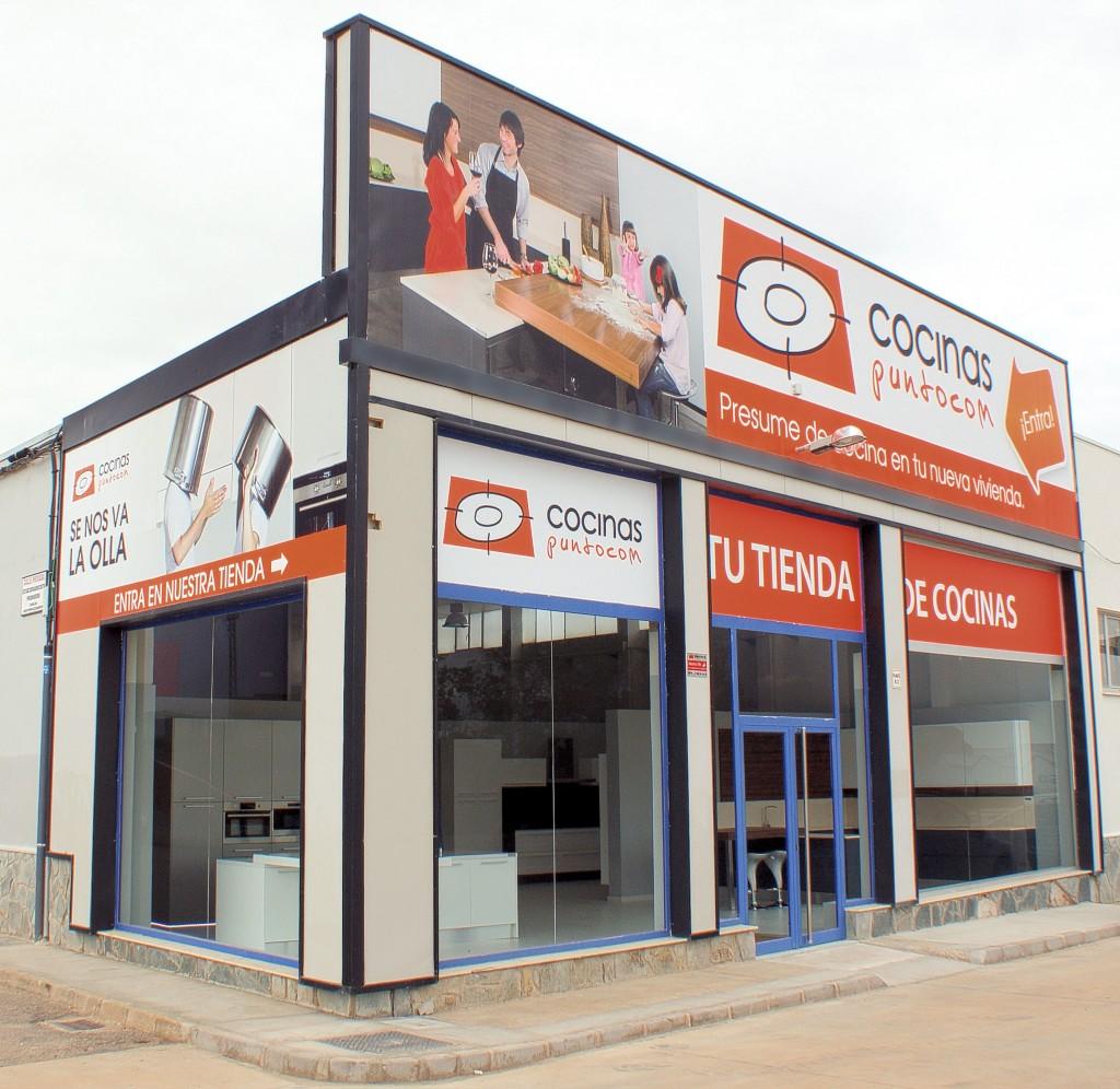 fachada tienda de Cocinas punto com en León