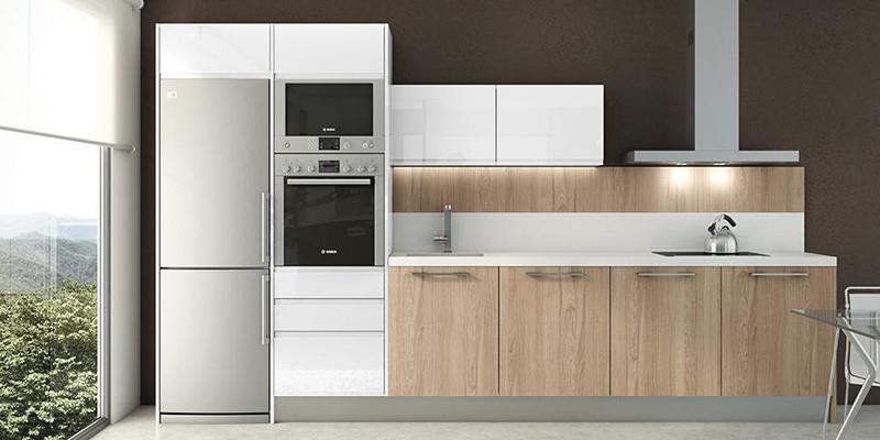 Imagen de un frigorifico dentro de una cocina
