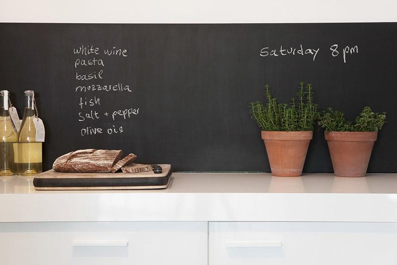 decorar la cocina con pizarra frente