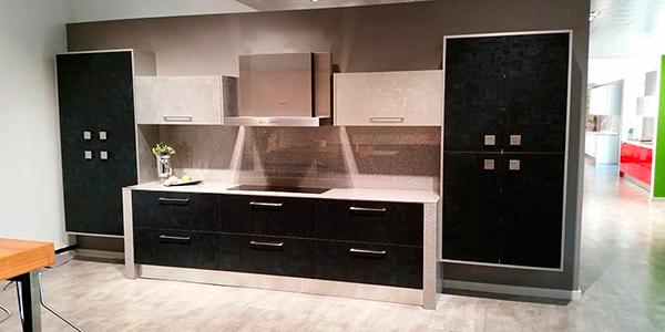 Imagen de la cocina con puerta Classic Negro de Cocinas.com