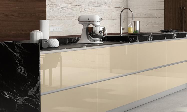 combinación de materiales en una cocina